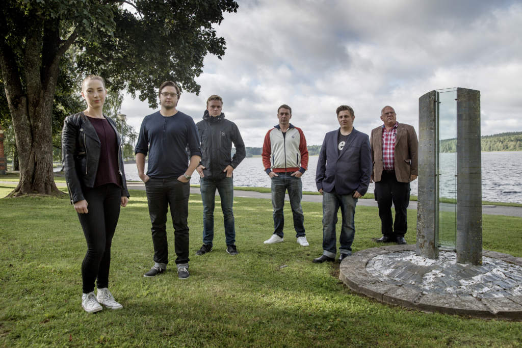 foto : magnus wennman : vi Œker till lindesbeg och trŠffar anhšriga till omkomna i estoniakatastrofen. sandra danielsson, marcus gunnarsson, mattias gunnarsson, andreas gunnarsson, fredrik andresson och gšran claesson