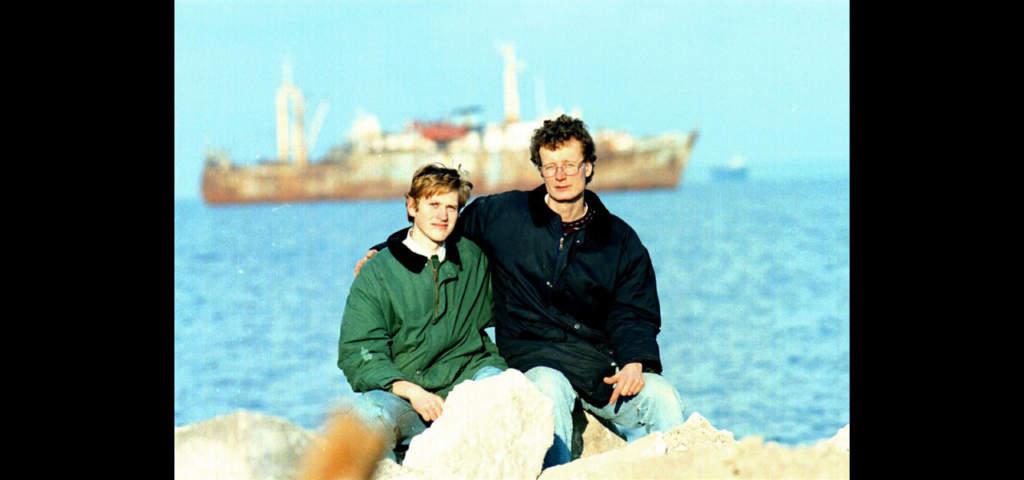 Båda överlevde. Mikael Öun tillsammans med Jannu Aser några månader efter katastrofen.     Foto: Urban Andersson