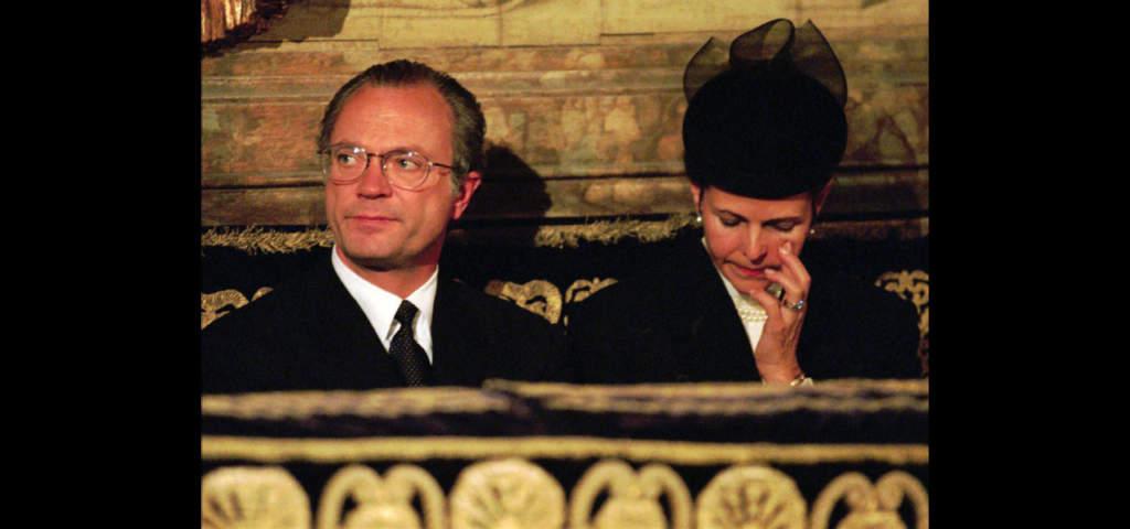 Kungen och drottningen på minnesgudstjänst i Storkyrkan i Stockholm.  Foto: AP